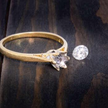 Diamond solitair ring repair